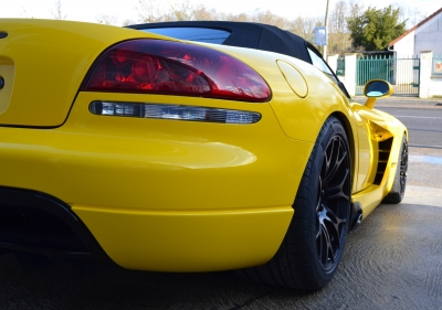 Dodge Viper SRT10 covering jaune brillant